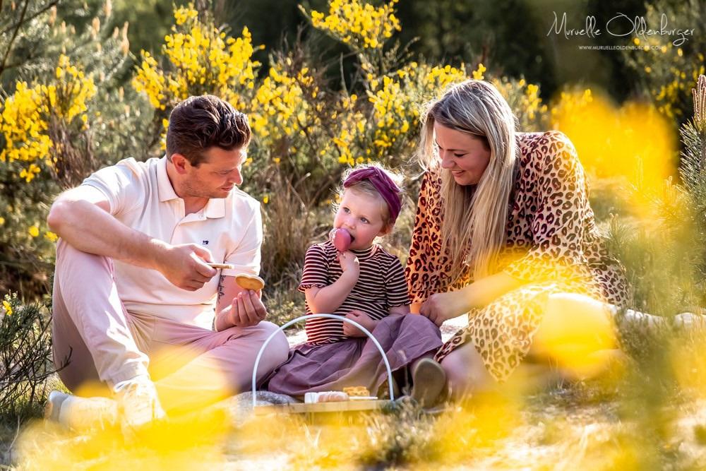 gezinsreportagekinderfotografiecoronaproofpicknickshootdrenthemuruelleoldenburger.jpg6_