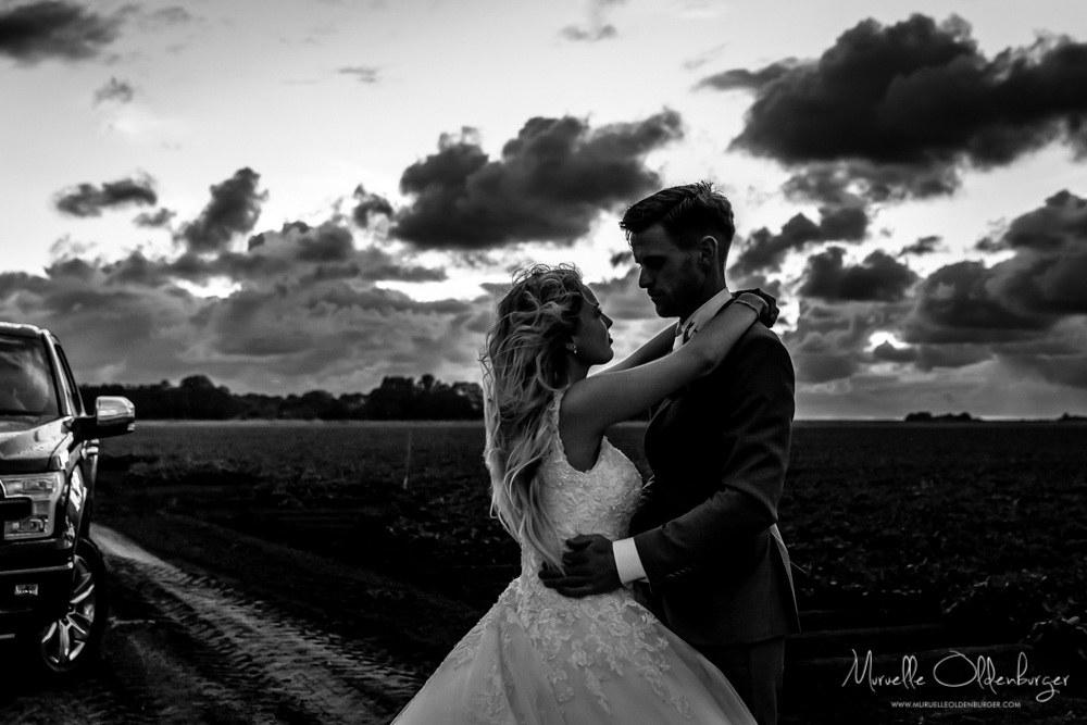 bruidsreportageuithuizentrouwenfotografiezonsondergangmuruelleoldenburgerlr-9942